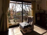 ▲ 冬場に南面に大きくとった窓から、太陽の光が入り込む様子