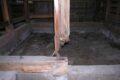 ▲ 土台、柱がシロアリにやられていました